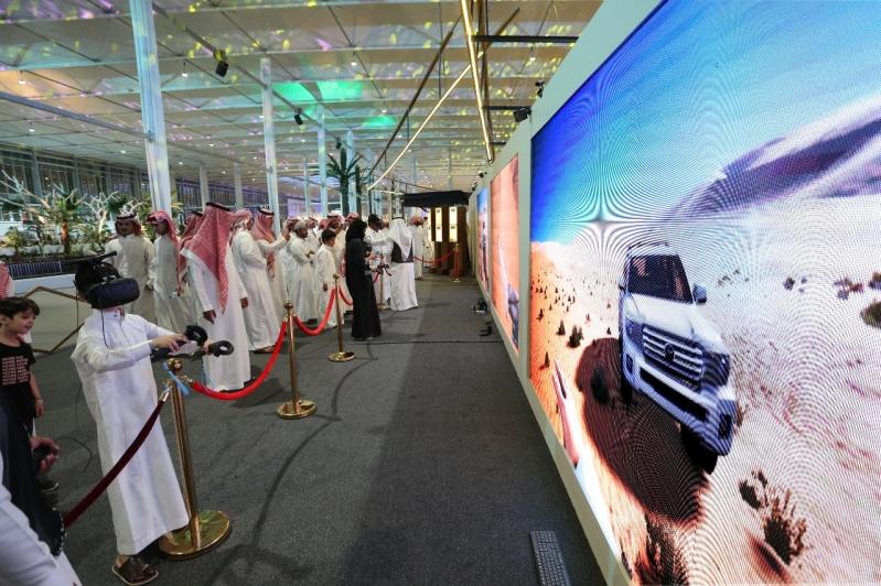 عين الرياض .. رحلة ترفيهية تحمل الزوار من معرض الصقور إلى سماء العاصمة