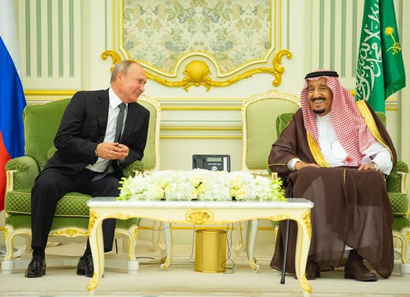 ما هي الهدايا المتبادلة بين الملك سلمان وبوتين في قصر اليمامة؟ - المواطن