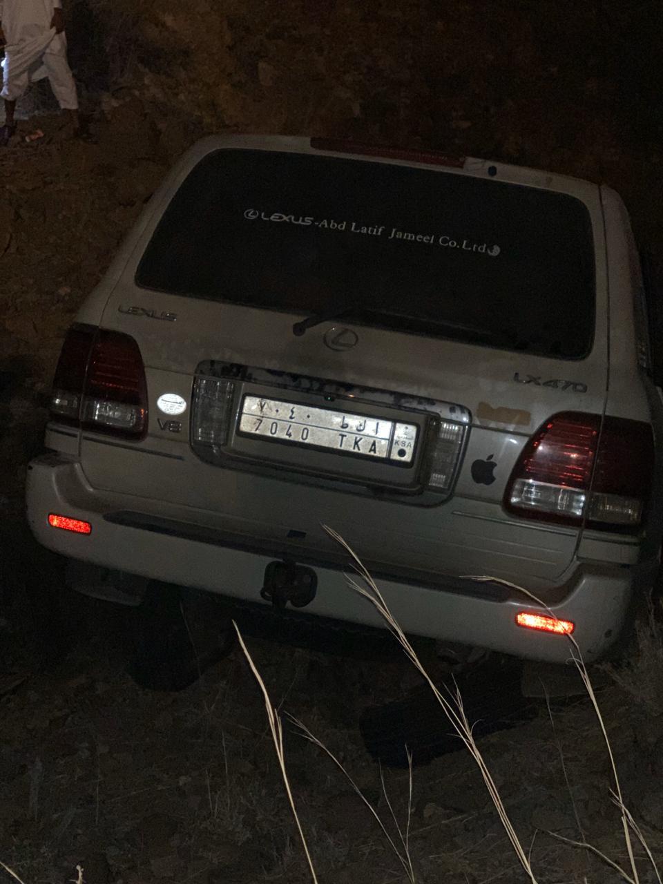 صور.. إصابة مواطن سقط بمركبته من ارتفاع 100م بالطائف - المواطن