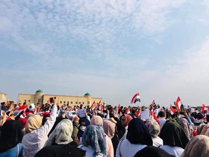 حظر تجول و6 قتلى و100 مصاب حصيلة مظاهرات العراق اليوم