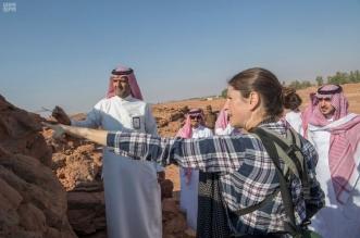 صور.. أمير الجوف يقف على أعمال المسح والتنقيب لموقع الجِمال الأثري - المواطن