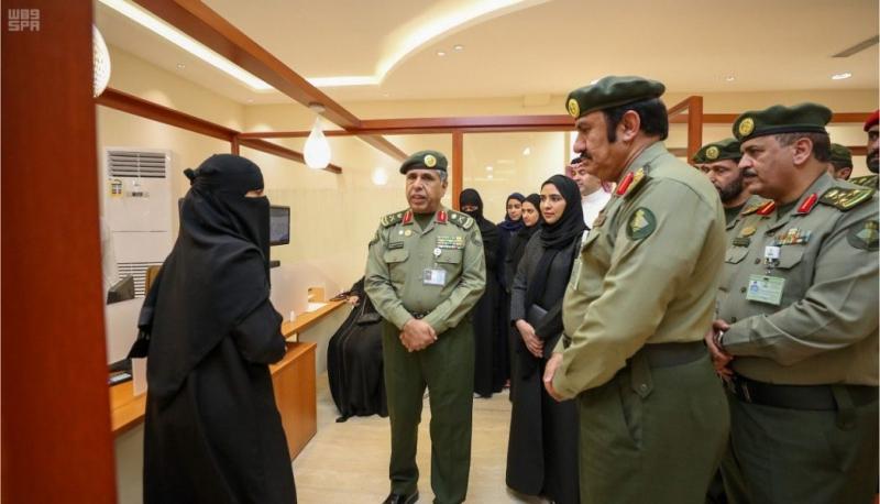 اللواء اليحيى يفتتح صالة الجواز السعودي في القسم النسائي بجوازات الرياض - المواطن