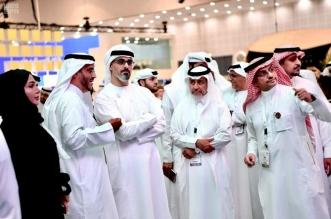 خالد آل نهيان يتفقد التقنيات والحلول الذكية بجناح الداخلية في معرض جيتكس - المواطن