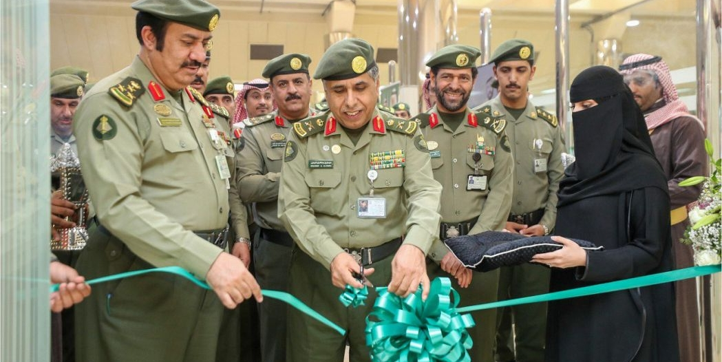 اللواء اليحيى يفتتح صالة الجواز السعودي في القسم النسائي بجوازات الرياض