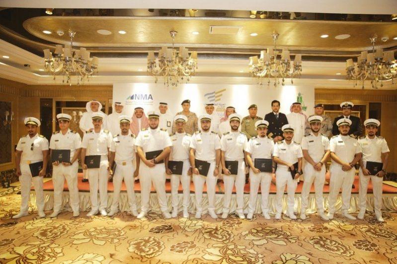 تخريج الدفعة الأولى من الحاصلين على شهادة الكفاءة للضباط والمهندسين البحريين