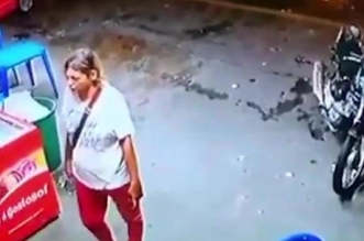 فيديو.. صاحب متجر يعتدي على مشردة بطريقة وحشية - المواطن