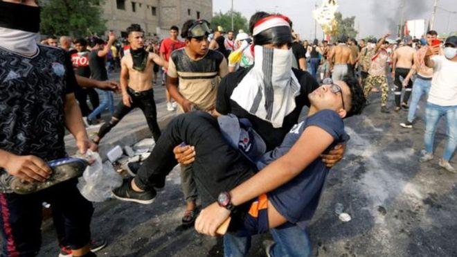 فيديو.. جوازات سفر إيرانية تتساقط من قتلة متظاهري العراق