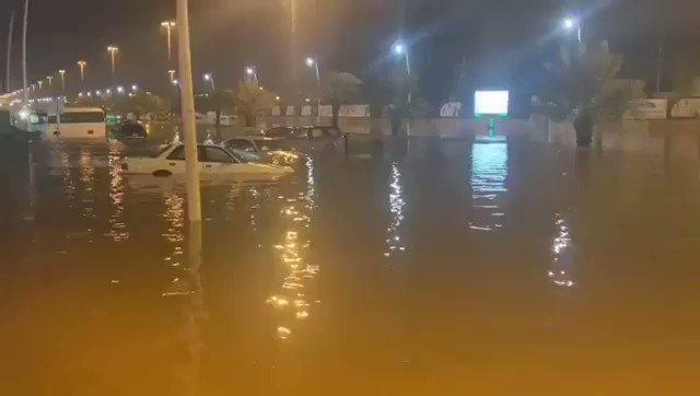 شاهد بالصور.. أمطار حفر الباطن وتضرر بعض الأحياء وجهود الدفاع المدني