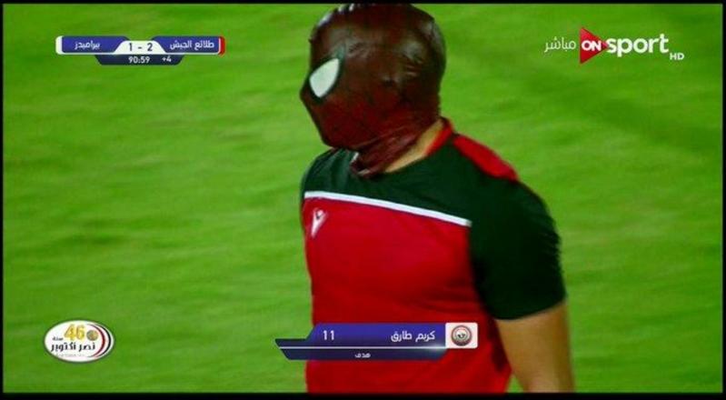 في الدوري المصري .. لاعب يحتفل بقناع الرجل العنكبوت وحكم اللقاء يُعاقبه