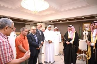 أمير عسير يكرم فريقًا طبيًّا أجرى عملية نادرة لمسنة سورية - المواطن