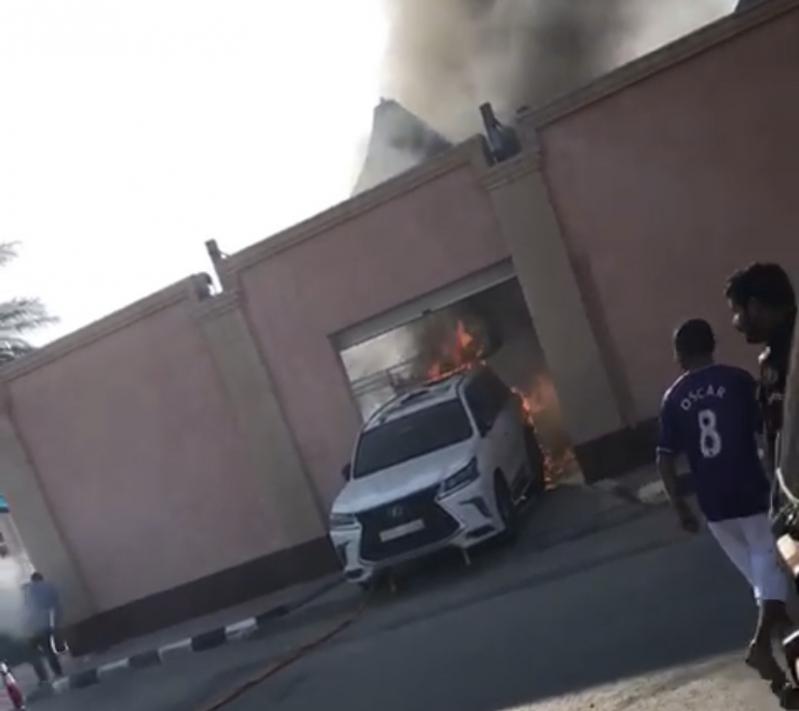 فيديو.. مواطن يسحب سيارة جيب احترقت داخل شاليه بحفر الباطن