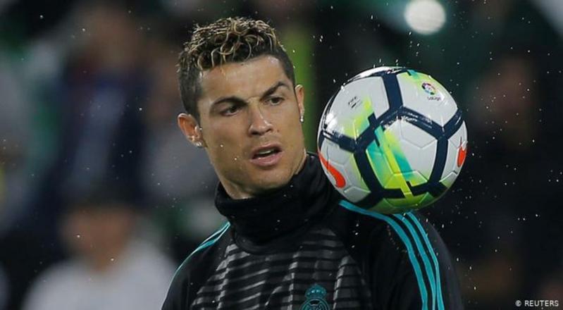 رونالدو مُلمحًا لاعتزاله: بدأت أتعود على الحياة خارج كرة القدم