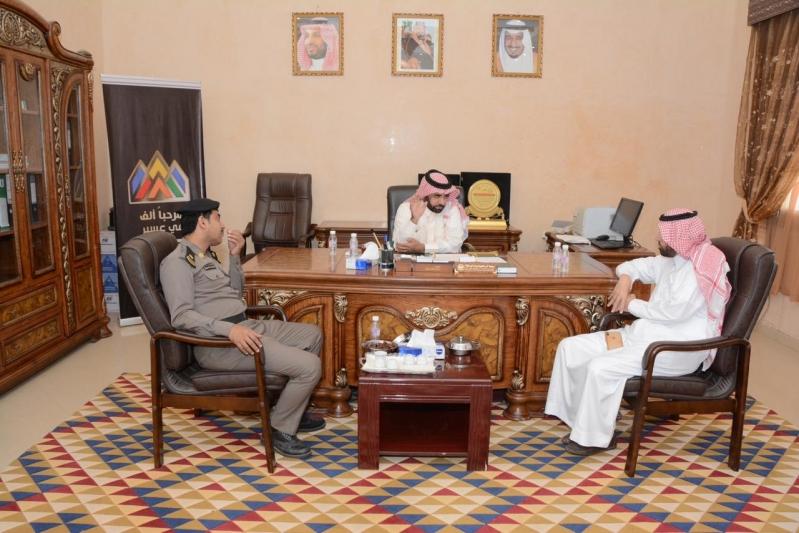 محافظ محايل يبحث عددًا من مشروعات بحر أبو سكينة