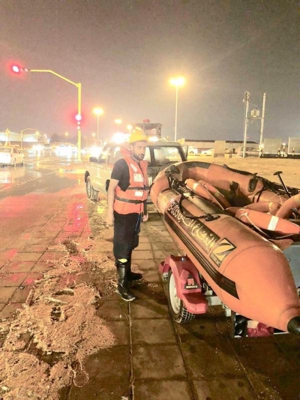 7 وفيات و11 إصابة وإخلاء 16 وتضرر 40 مركبة في أمطار حفر الباطن