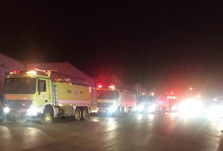 صور.. حريق هائل يلتهم مستودع بلاستيك في الرياض