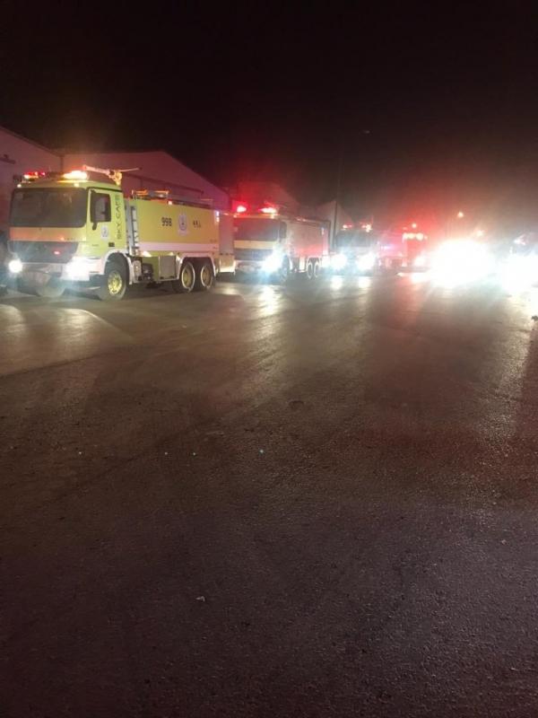 صور.. حريق هائل يلتهم مستودع بلاستيك في الرياض - المواطن