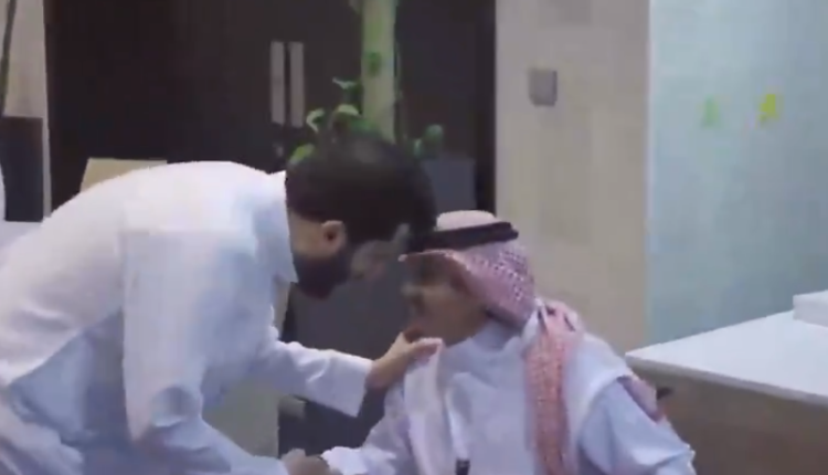 فيديو.. موقف لافت من تركي آل الشيخ تجاه شاب اشتكى من صعوبات في موسم الرياض
