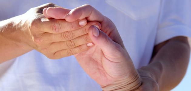 العلاقة بين تنميل اليد وأعراض شرايين القلب