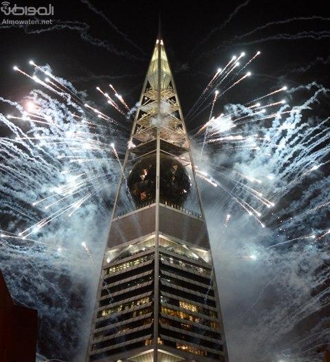 شاهد الصور.. إطلاق الألعاب النارية من برج الفيصلية بموسم الرياض