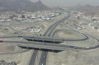 اصطدام شاحنة بخرسانة الطريق في جدة - المواطن