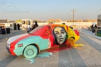 فنانة سعودية تحول سيارة خردة لقطعة فنية بمعرض مسك الفنون - المواطن