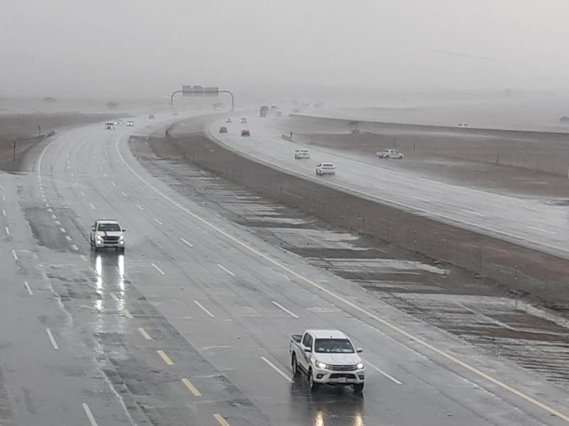 أمطار وجريان للسيول وانعدام الرؤية بمحافظات مكة