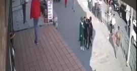 تركية تضرب فتاتين لارتدائهن الحجاب!