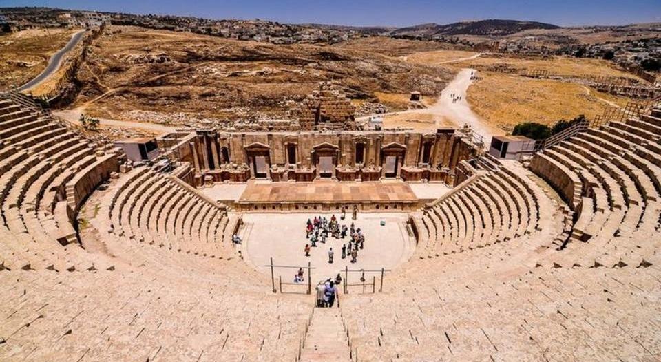 طعن 3 سياح إسبان ورجل أمن في جرش الأردنية