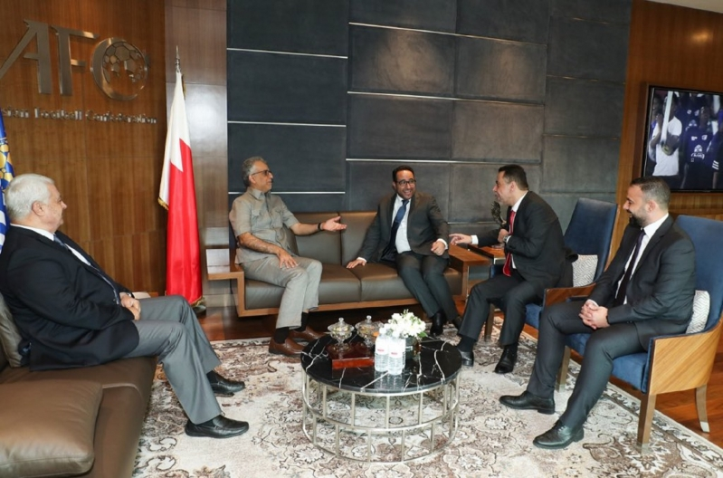 آل خليفة يلتقي أعضاء لجنة المسؤولية الاجتماعية الآسيوية