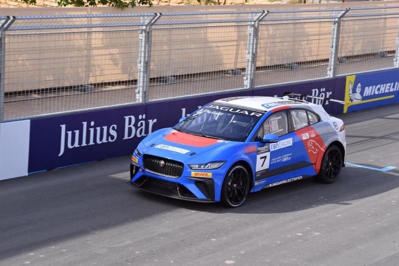 ريما الجفالي.. أول سعودية تُشارك بسباق سيارات - المواطن