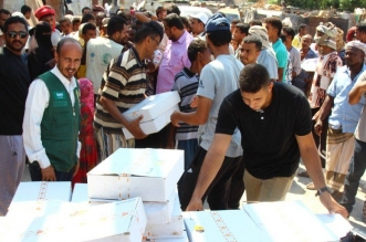 إغاثي الملك سلمان يوزع 6 آلاف كرتون تمور في عدن - المواطن