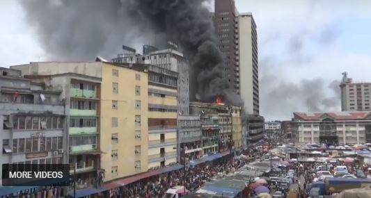 فيديو.. حريق هائل يلتهم سوقًا في لاوس النيجيرية