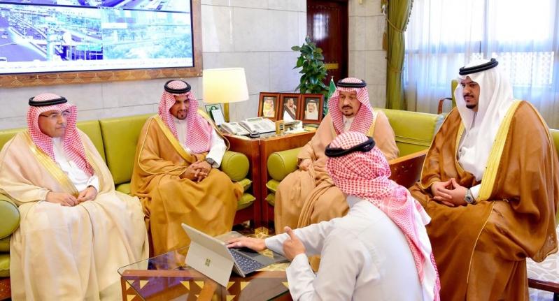 أمير الرياض يطلع على استعدادات الرالي