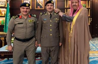أمير الباحة يقلد الخثعمي رتبته الجديدة - المواطن