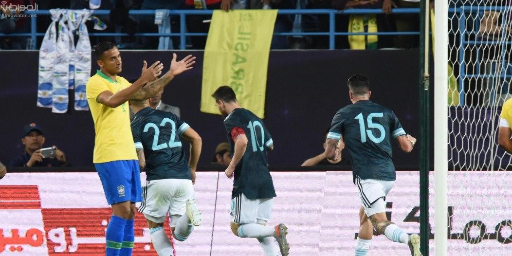 لقطة مثيرة بـ مباراة البرازيل ضد الأرجنتين