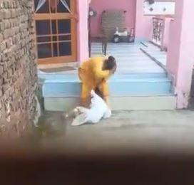 فيديو مؤلم.. خادمة تعنف طفلة وتكتم أنفاسها