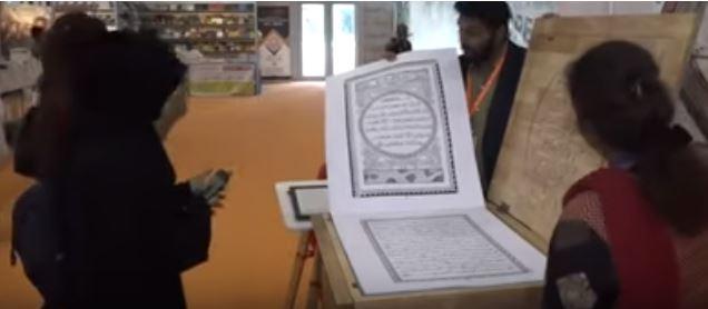 فيديو.. هندي يسعى لتحطيم الرقم القياسي لأطول مصحف مكتوب بخط اليد