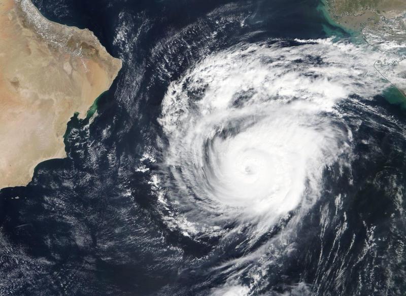 آخر صورة لـ إعصار مها في بحر العرب - المواطن
