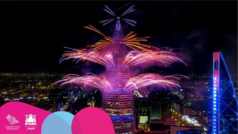 الألعاب النارية ترسم أجمل لوحة بموسم الرياض