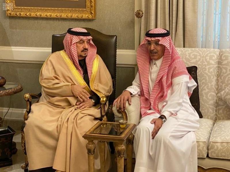 أمير الرياض يعزي وزير المالية في وفاة أخيه