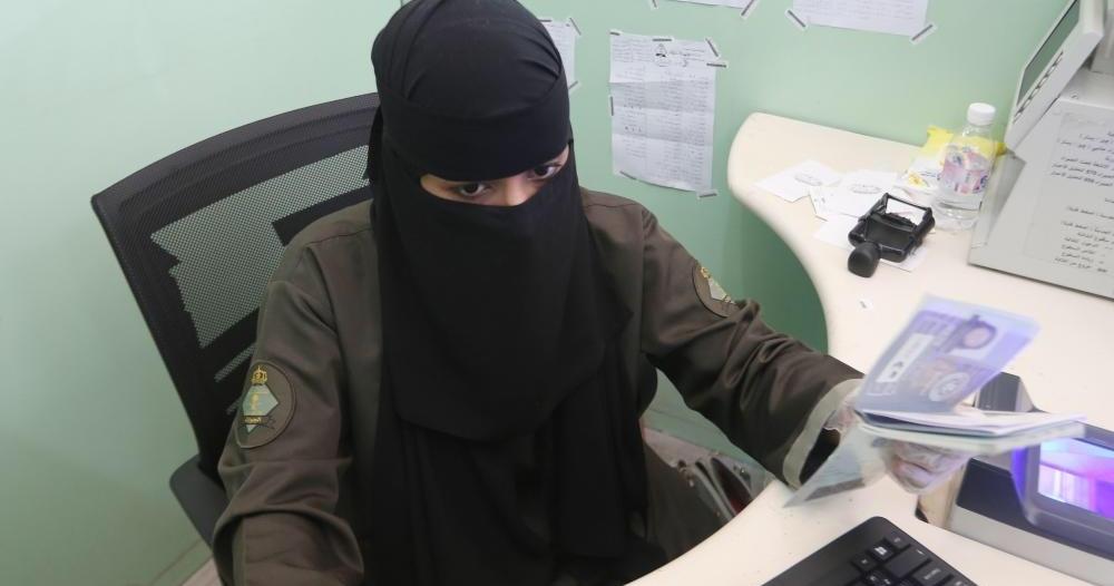 اليوم.. السعوديات يتقدمن على جندي الجوازات