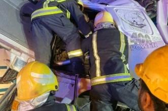 صور.. وفاة وإصابة 8 أشخاص في تصادم باص وشاحنة بدولي بيش - المواطن