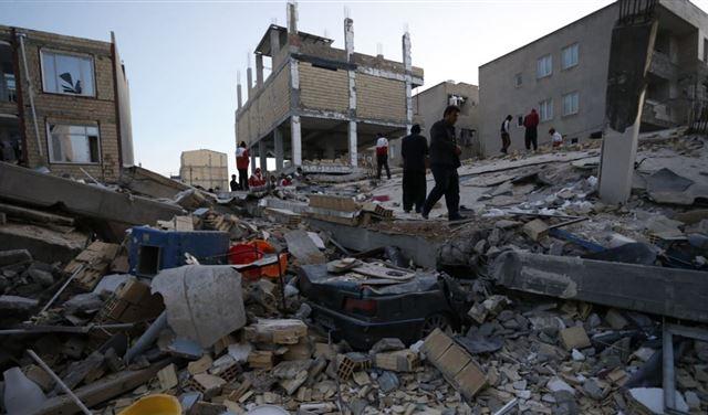 ارتفاع مصابي زلزال إيران إلى 520 شخصًا