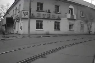 فيديو.. نجاة امرأة من الدهس أسفل ترام - المواطن