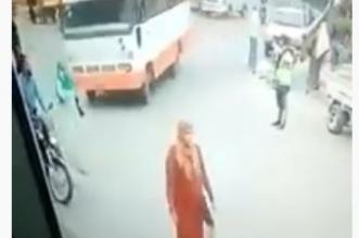 فيديو مروع.. دهس امرأة حامل بمصر - المواطن