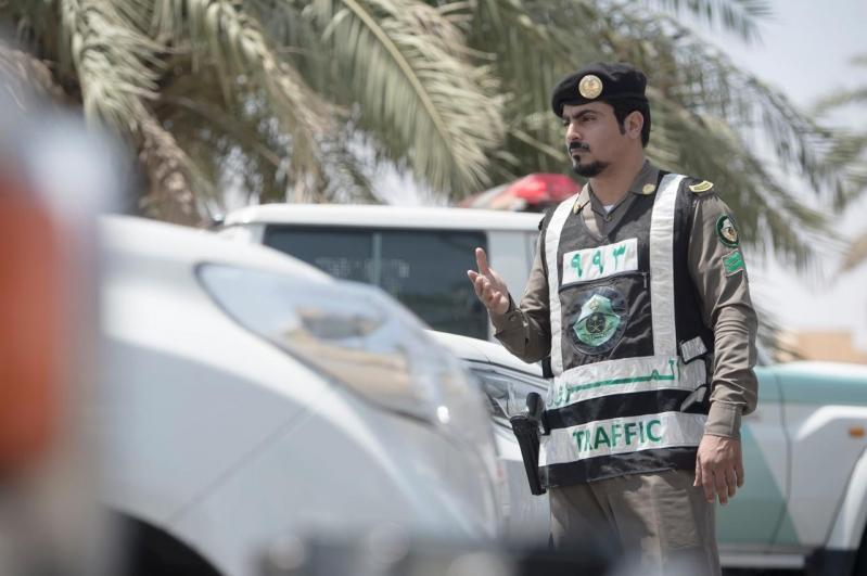 المرور يوضح غرامة عدم حمل رخصتي القيادة أو السير