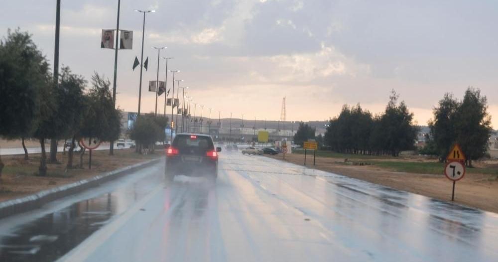 أمطار رعدية مصحوبة برياح نشطة على 10 مناطق