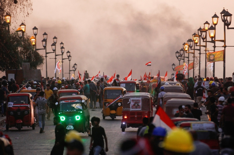 حكومة العراق للمتظاهرين: استقالتنا ستعقد الأزمة