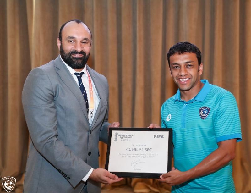 فيفا يسلم #الهلال شهادة المشاركة في كأس العالم للأندية