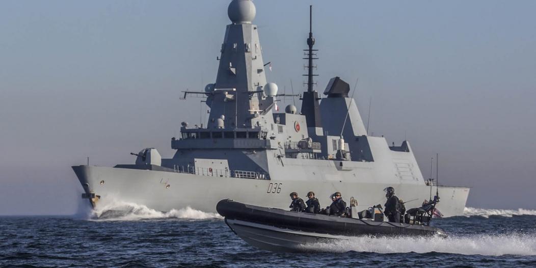 بحرية بريطانيا تضبط مخدرات بقيمة 4.3 مليون دولار بخليج عمان